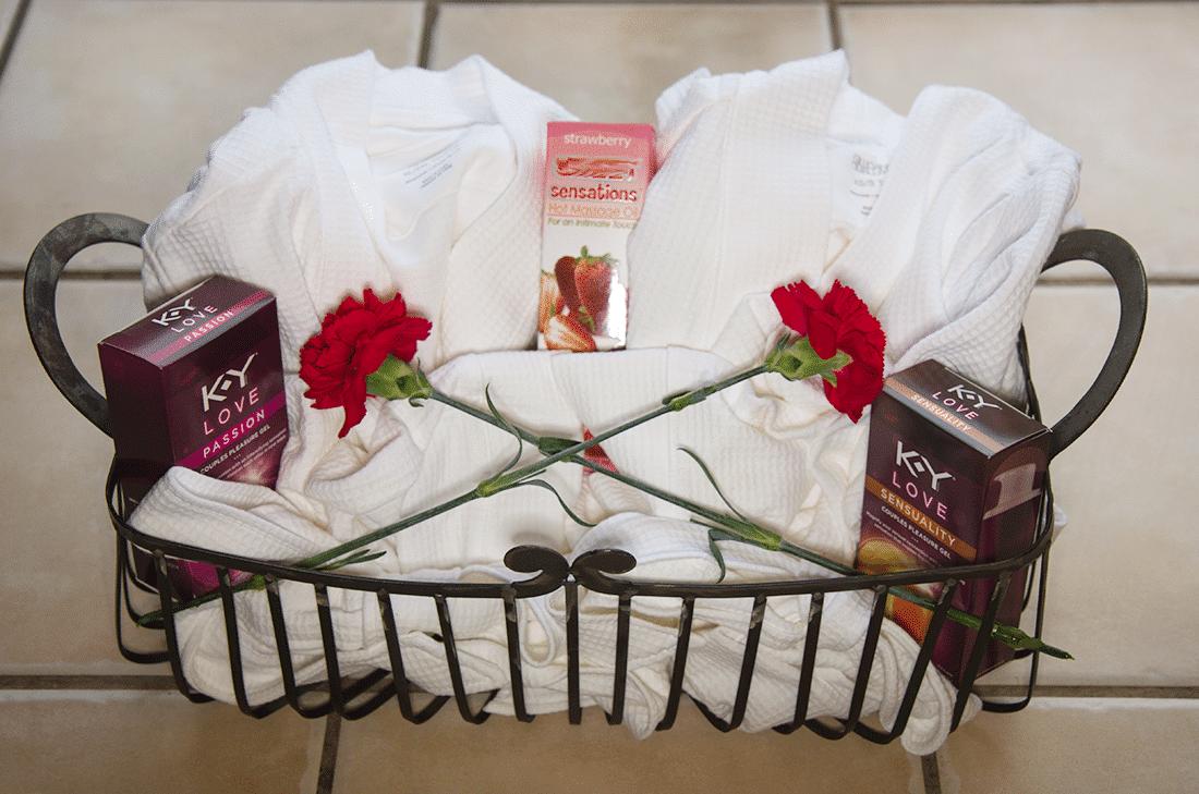 Valentines Days Gift Ideas: Be My Valentine Valentine's ... |Valentines Day Gift Baskets For Couples