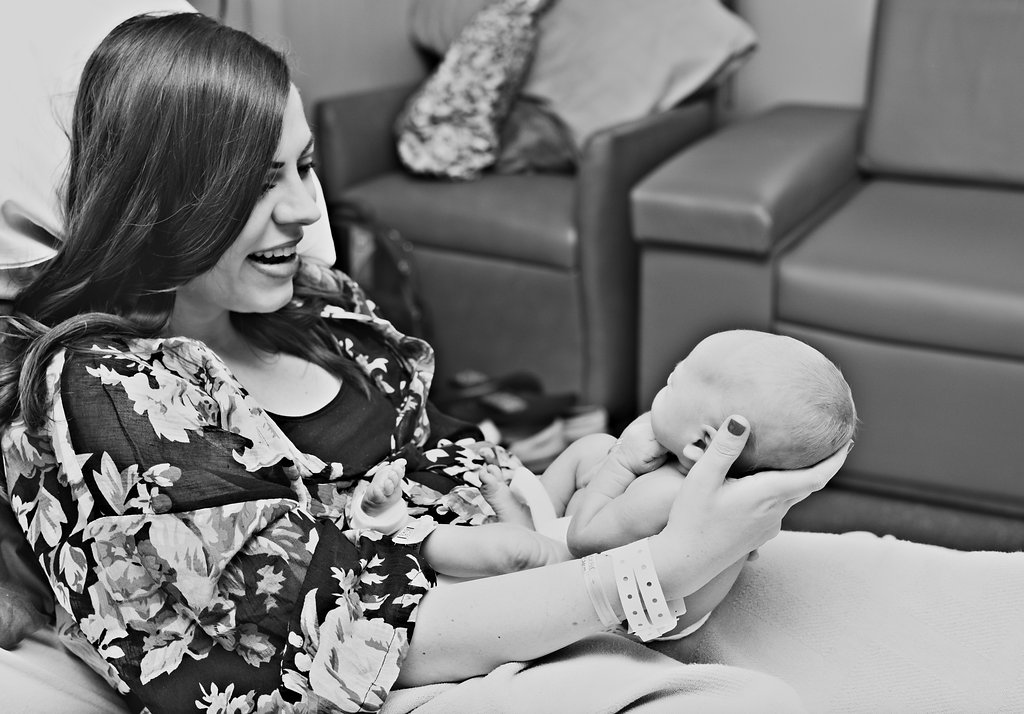 A Birth Story in Photos: Meeting mom