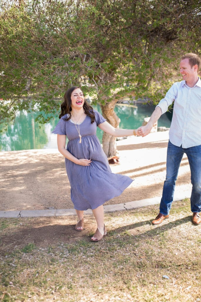 Cute maternity photos in the park