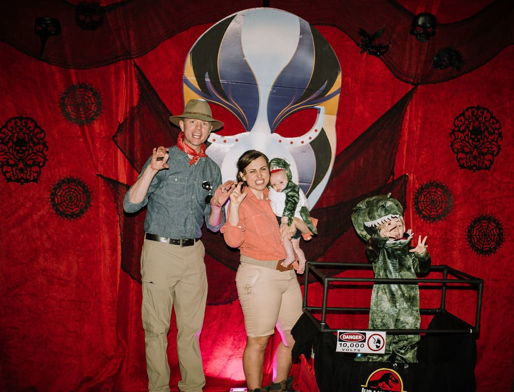 Family Halloween party: Jurassic Park Family Costume