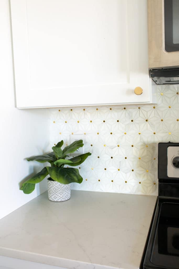 Kitchen Backsplash with White Cabinets